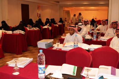 د.خشيم يفتتح دورة تطبيق التصنيف 2012-07-04-020.jpg